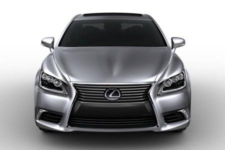 Phá đường dây buôn lậu siêu xe Lexus
