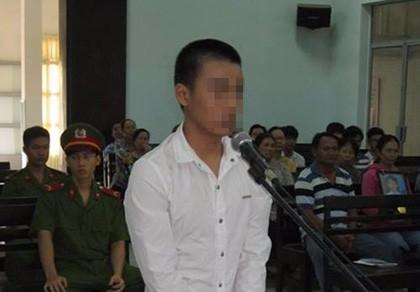 Luật sư vắng mặt, bị cáo 14 tuổi phạm tội giết người muốn được tự bào chữa