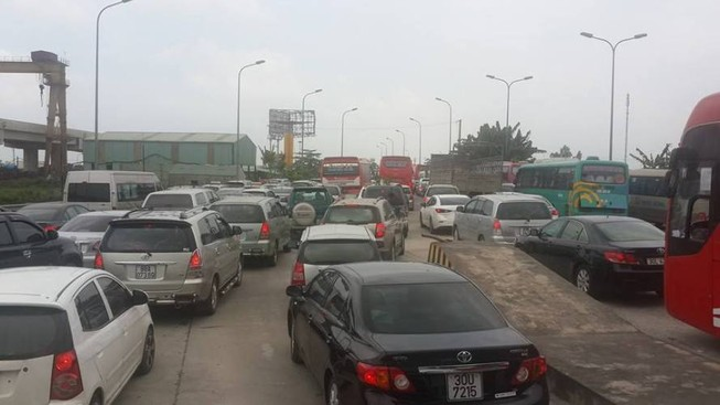 Hàng ngàn xe ô tô ùn tắc trên đường cao tốc Ninh Bình – Cầu Giẽ