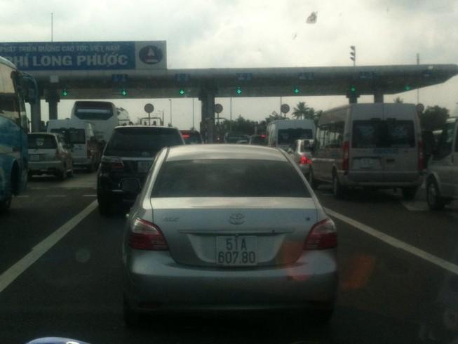 Ùn tắc giao thông trong ngày đầu nghỉ lễ