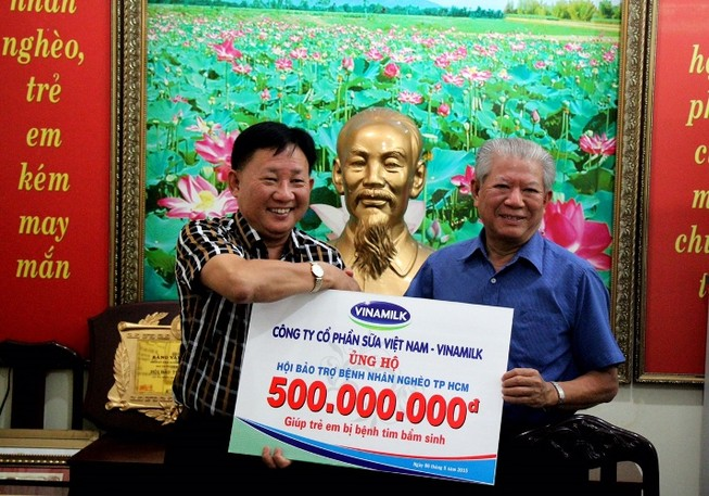 Vinamilk ủng hộ 500 triệu đồng mổ tim cho trẻ