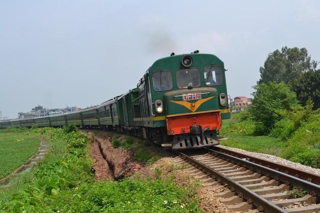 Nhân viên đường sắt ngủ quên bị... tàu hỏa tông thiệt mạng