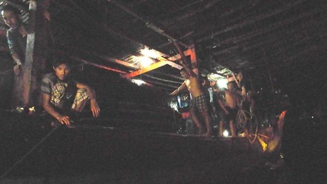 Cứu 38 ngư dân trôi dạt nhiều ngày trên biển do tàu hỏng máy