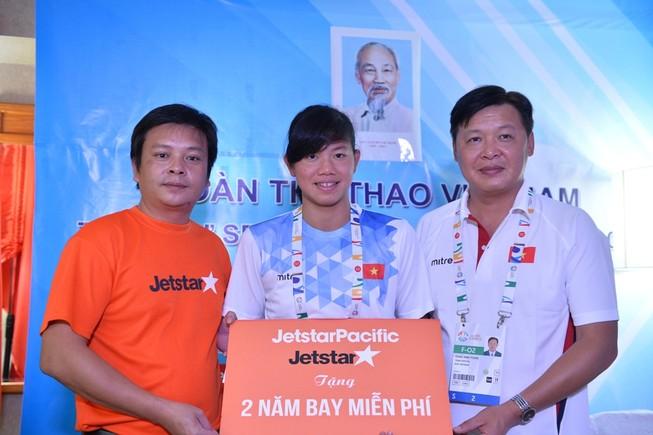 Ánh Viên và bố mẹ được bay Jetstar Pacific miễn phí 2 năm