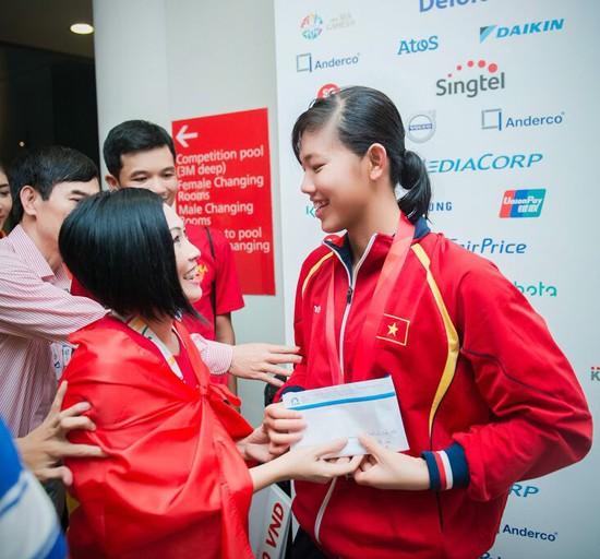 Ánh Viên được tặng những gì sau thành tích chói sáng tại SEA Games 28?