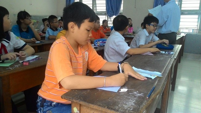 Học sinh lo lắng vì đề khảo sát tích hợp nhiều môn học
