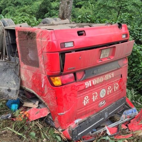 Xe khách rơi xuống vực sâu:1 người chết, 16 người bị thương