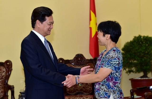 Thủ tướng Nguyễn Tấn Dũng tiếp giáo sư thiên văn người Mỹ gốc Việt
