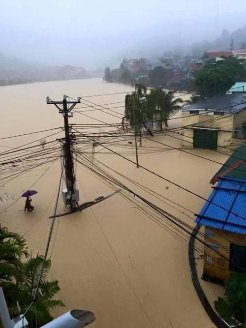 Choáng với trận mưa lớn chưa từng có trong 40 năm qua ở Quảng Ninh