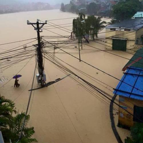 Xót xa nạn nhân sạt lở đất ở Hạ Long khó mai táng vì mưa lớn