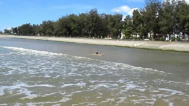 Tìm thấy thi thể học sinh lớp 7 bị sóng cuốn ở Đồi Dương