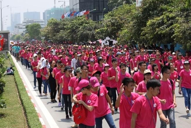 5.000 tình nguyện viên nhảy flashmob trước cổng viện huyết học