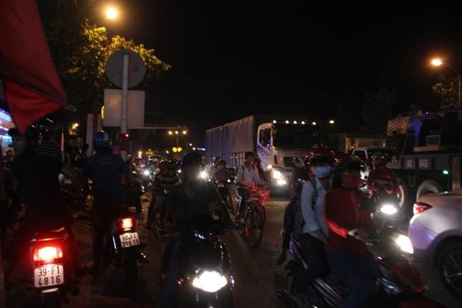 Thương tâm: Nữ sinh đi xe đạp điện tử vong do va chạm xe tải