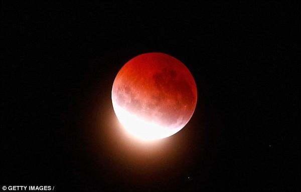 """Đón chờ hiện tượng """"Siêu trăng máu"""" lần đầu tiên xuất hiện trong 30 năm"""