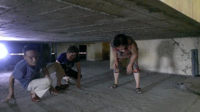 Hà Nội: Đi thang máy... phải bò