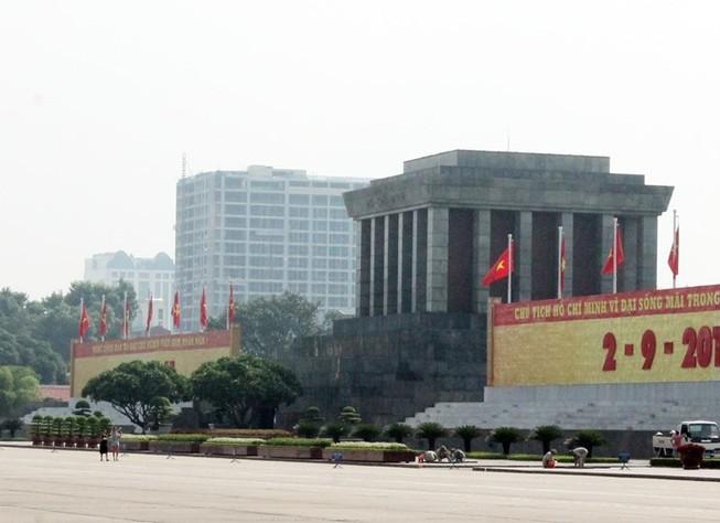 Chủ tịch Hà Nội yêu cầu chốt thời gian 'cắt ngọn' nhà 8B Lê Trực