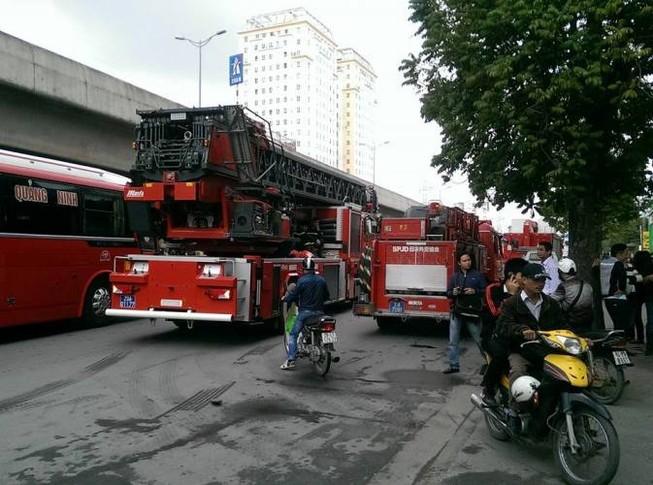 Cháy lớn tại tòa nhà Toyota Mỹ Đình