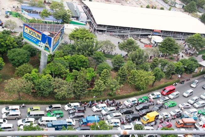 Kẹt xe và 'gỡ nút' ở cửa ngõ sân bay Tân Sơn Nhất