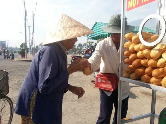 Long An: Bánh mì từ thiện lan tỏa