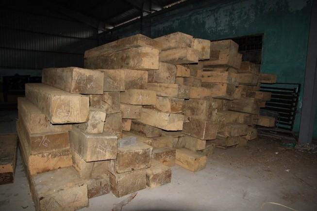 Phát hiện kho gỗ quý không rõ nguồn gốc