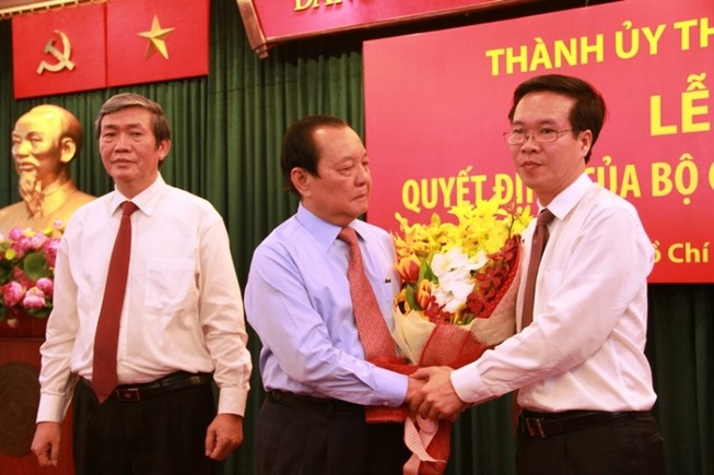 Ông Lê Thanh Hải khóc chúc mừng ông Võ Văn Thưởng nhận nhiệm vụ mới