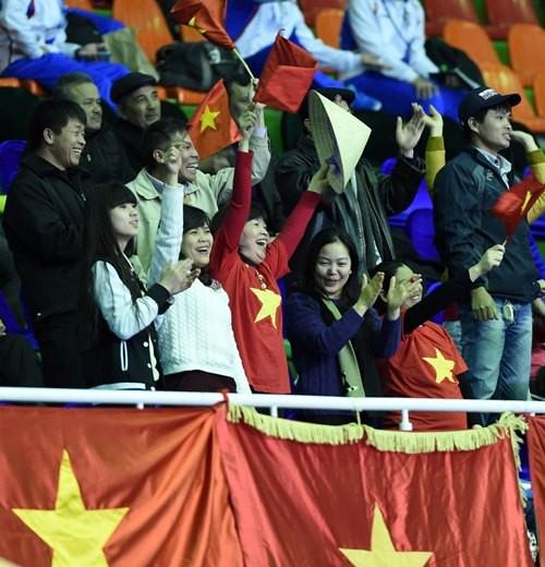 Thắng Tajikistan 8-1, Việt Nam vào tứ kết
