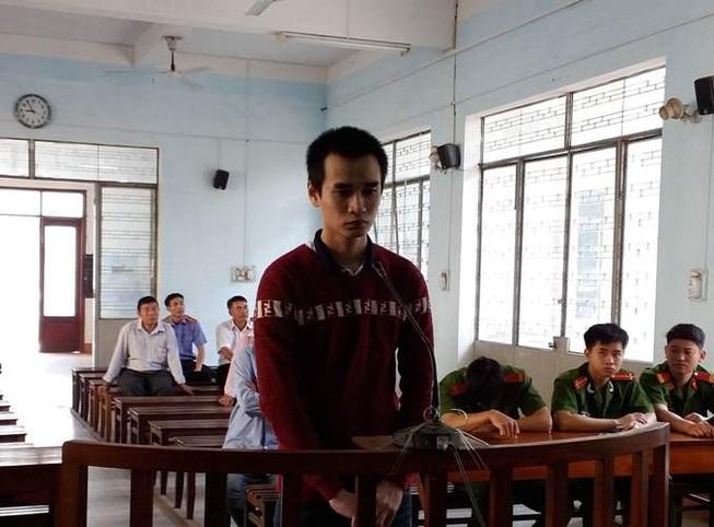 Thầy giáo dạy hát… hiếp dâm và cướp tài sản