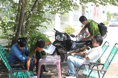 Tạm đình chỉ điều tra vụ 2 phóng viên báo Giao Thông bị hành hung