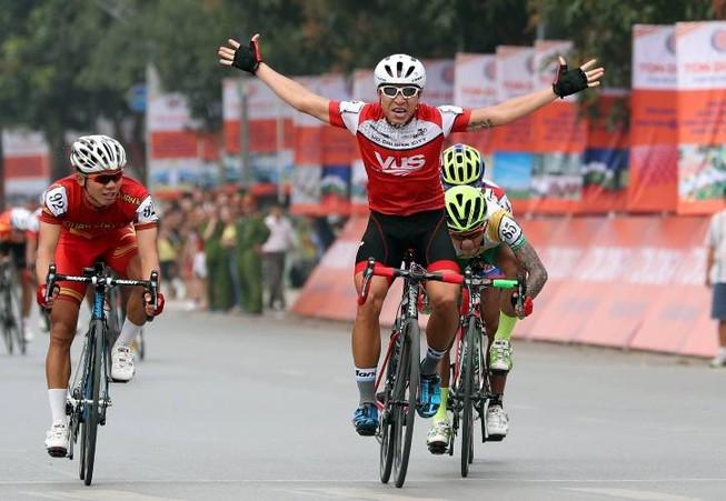 Mai Nguyễn Hưng chiến thắng vòng đua tốc độ