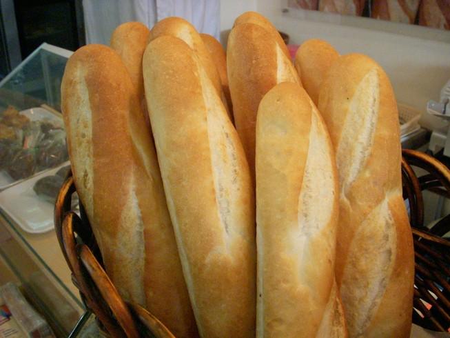 Giật bịch đồ ăn, ổ bánh mì: Tội hay không tội?