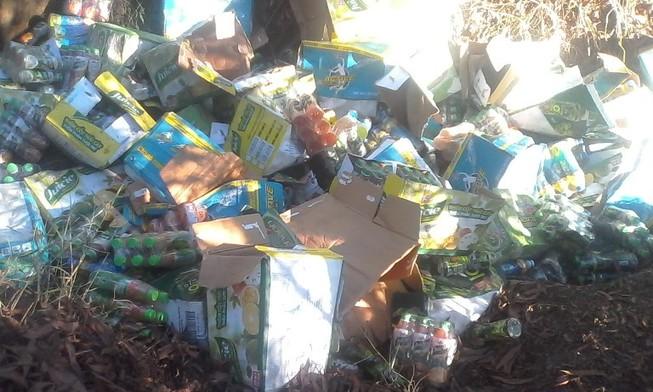 Nhiều sản phẩm hết hạn của Tân Hiệp Phát bị đổ trộm giữa rừng