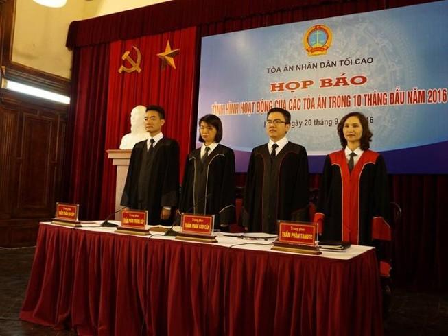 Công bố trang phục xét xử mới của thẩm phán các cấp