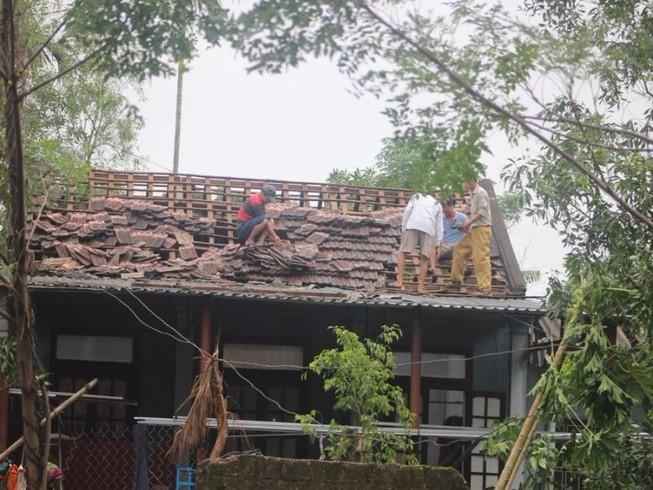 Quảng Trị: Hàng trăm nhà sập và tốc mái vì lốc xoáy