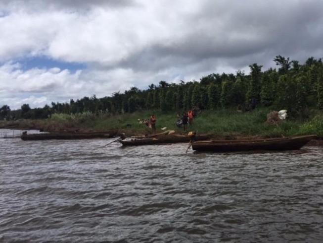 Tìm thấy 2 thi thể vụ lật thuyền cả nhà bị mất tích