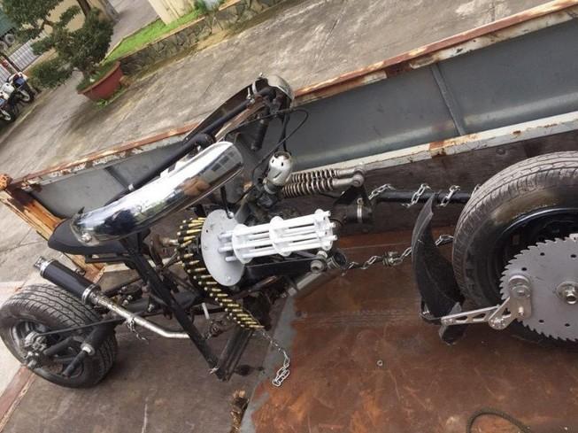 Đà Nẵng: Mô tô 'kỳ dị' gắn… khẩu đại liên 6 nòng