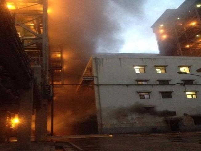 Cháy xưởng chứa ắc quy tại nhà máy nhiệt điện