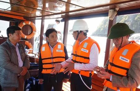 Trưởng đoàn du khách Úc nghi tự tử ở Vịnh Hạ Long
