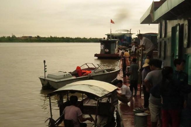 Vụ va chạm tàu trên sông Hồng: Tìm thấy thi thể 4 nạn nhân
