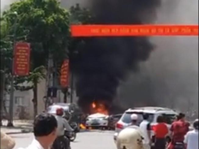 Taxi nổ như bom, 2 người tử vong