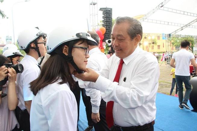 Phó thủ tướng phát động xây dựng văn hóa giao thông trong học sinh, sinh viên