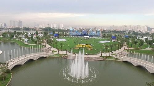 Đại nhạc hội hoành tráng đón chào công viên 'khủng'