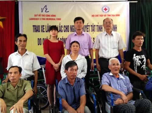 Trao 250 xe lăn, xe lắc cho người khuyết tật