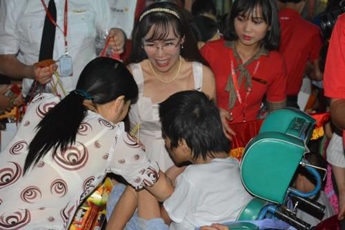 VietJet mang niềm vui trung thu đến với trẻ em khuyết tật, mồ côi