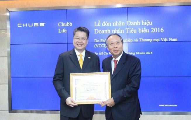 Đại diện Chubb Life VN nhận giải doanh nhân tiêu biểu
