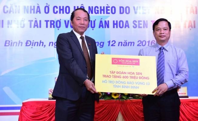 Hoa Sen Group hỗ trợ người dân vùng lũ Bình Định