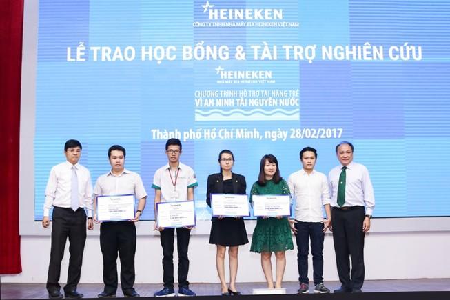 Heineken trao học bổng Vì an ninh tài nguyên nước