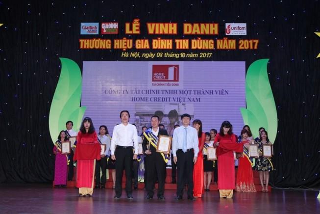 Home Credit giành giải Thương hiệu Gia đình tin dùng