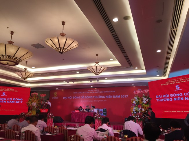 Chi thêm 900 tỉ để dán tem, giá bia Sài Gòn có tăng?