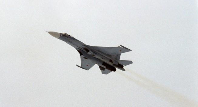 Moscow tung chiến đấu cơ Su-27 ngăn máy bay Mỹ hướng về Nga