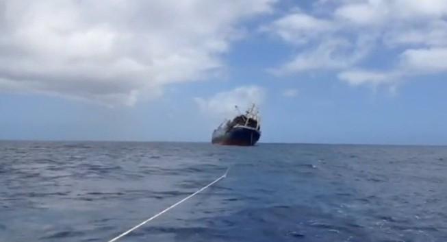 Tàu đánh cá Nga bốc cháy, chìm ở Đại Tây Dương